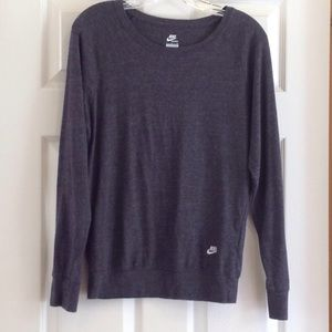 Nike women's long-sleeved gray t-shirt. Size S.